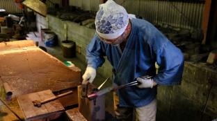 Blacksmithing making knives traditional knife making in Japan (2)